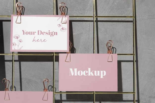 Cards hanging on grid wire board with pink clips Premium Psd