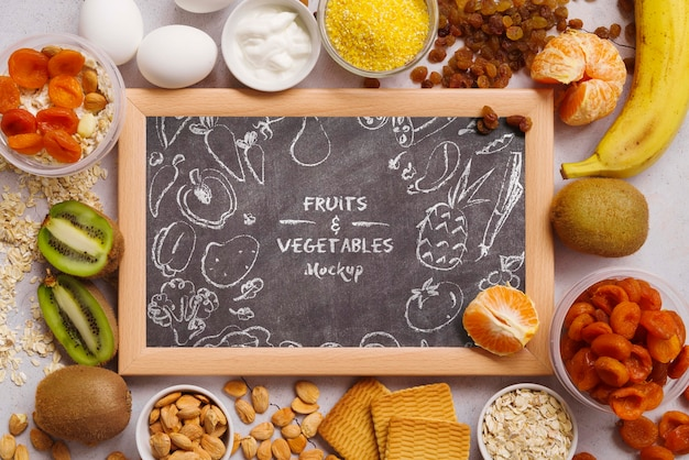 Chalkboard mock-up with fruits Free Psd