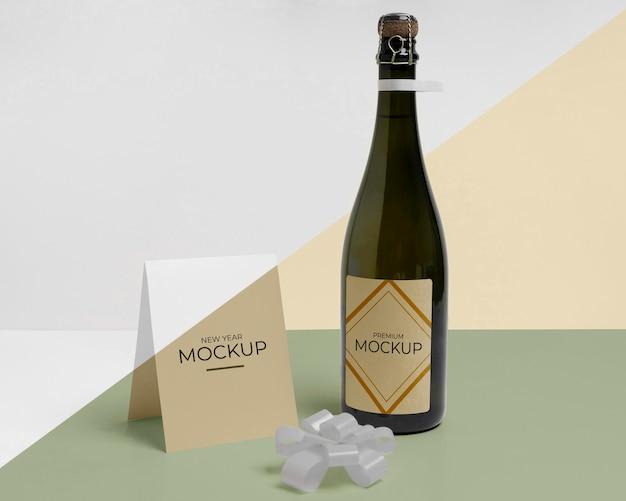 Макет бутылки шампанского и бантик из ленты Бесплатные Psd