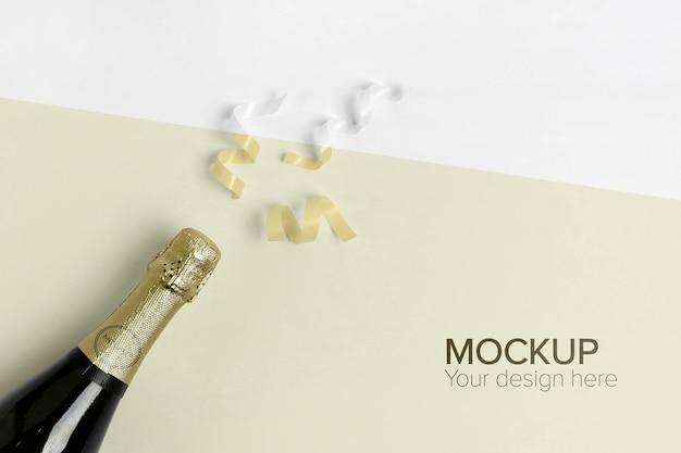 Макет бутылки шампанского и желтое конфетти Бесплатные Psd