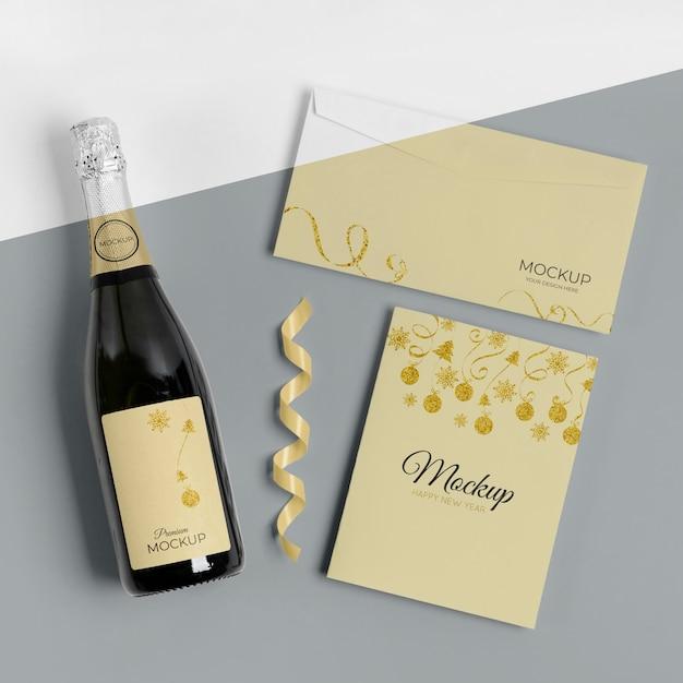 Приглашение на макет бутылки шампанского и конверт Бесплатные Psd