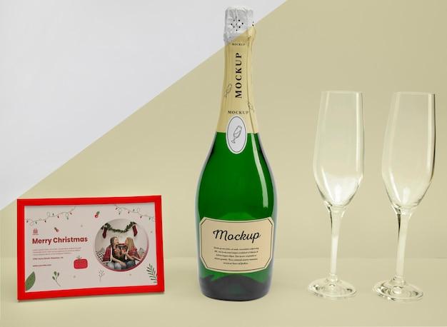 Bottiglia di champagne con mock-up Psd Gratuite