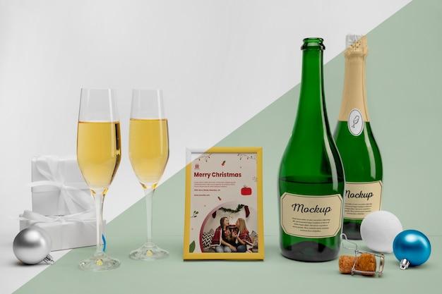 Bottiglie di champagne con mock-up Psd Gratuite