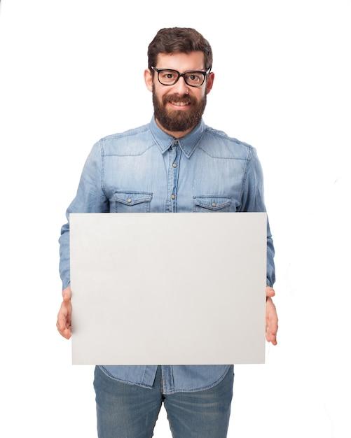 Веселый парень, показывая пустой плакат Бесплатные Psd