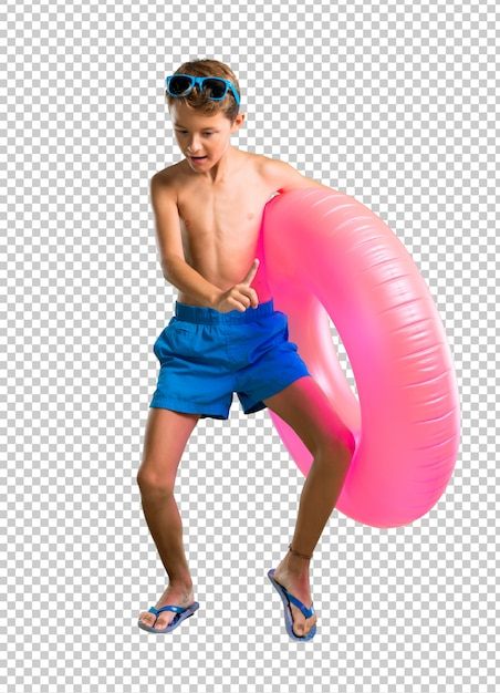 Child on summer vacation listening to the music and dancing Premium Psd