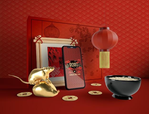Китайская новогодняя иллюстрация с телефоном и миской риса Бесплатные Psd