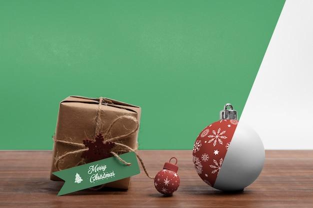 크리스마스 선물 상자와 글로브 무료 PSD 파일