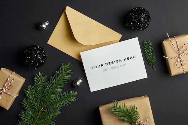 전나무 트리 분기, 선물 상자 및 어둠에 축제 장식 크리스마스 인사말 카드 모형 프리미엄 PSD 파일