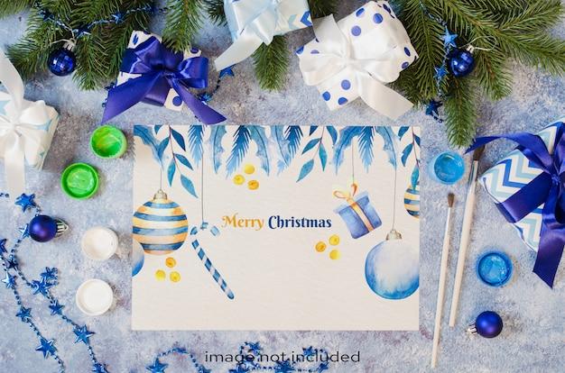 クリスマスはグリーティングカードまたは青い色でサンタさんへの手紙のためにモックアップします。 Premium Psd