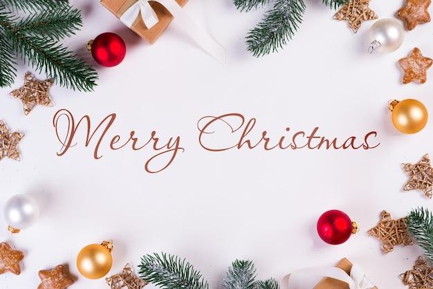 Рождественский макет с еловыми ветками и украшениями Premium Psd
