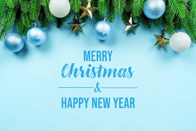 Christmas present and pine tree with xmas decoration mockup Premium Psd