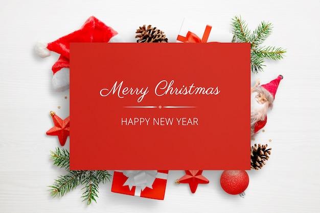 クリスマスの赤いグリーティングカードのモックアップ Premium Psd