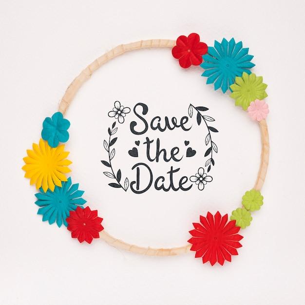 Круглая рамка с яркими цветами сохраняет макет даты Бесплатные Psd