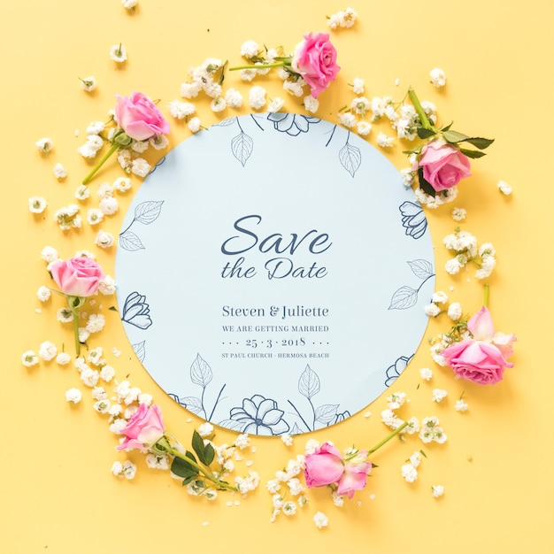 Circular paper mockup with wedding concept Free Psd