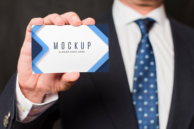 Close-up businessman holding business card Free Psd