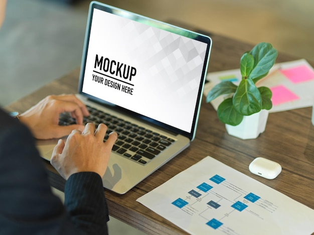 Close up of businessperson hand typing on laptop mockup Premium Psd