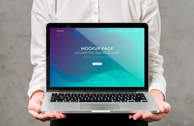 Предприниматель с ноутбуком Бесплатные Psd