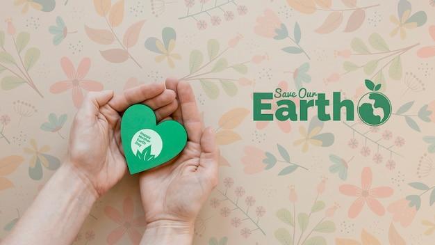 Le mani del primo piano salvano il concetto della terra Psd Gratuite