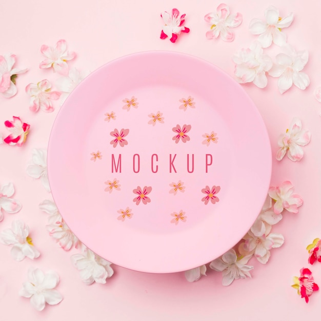 Close up ink plate mockup surrounded by jasmine flowers Free Psd