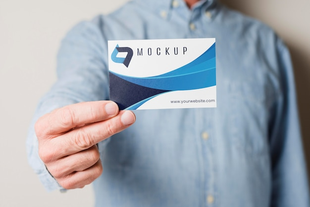 Close-up man holding business card Free Psd
