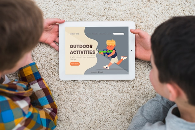 Close-up nice kids with tablet indoors Free Psd