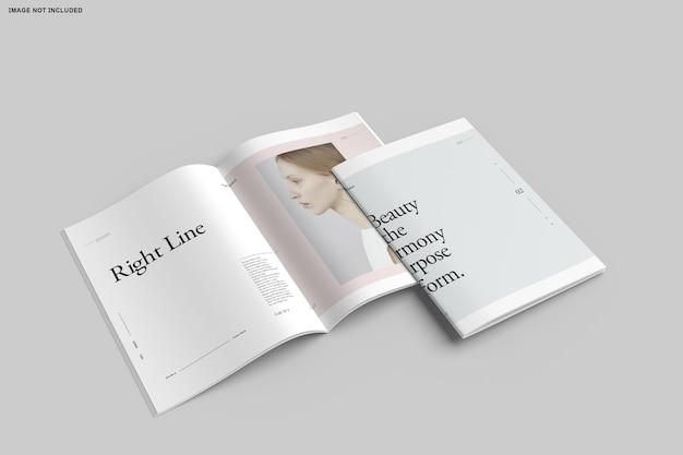 Крупным планом каталог брошюр, сложенных в два раза Premium Psd