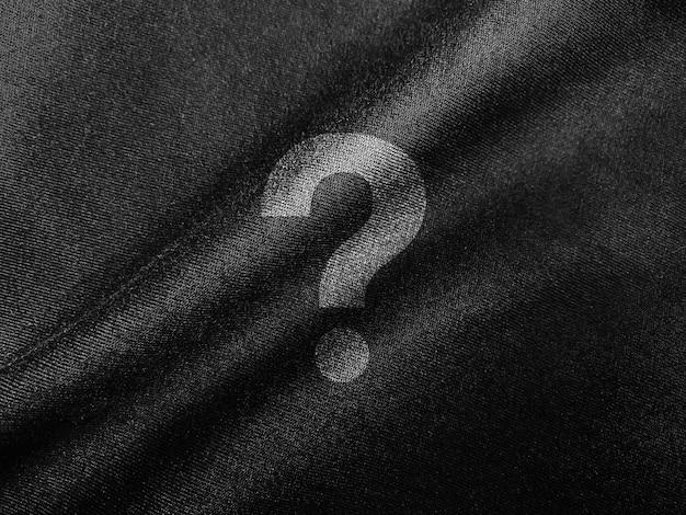 Макет логотипа на темной ткани крупным планом Premium Psd