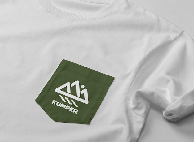 포켓 티셔츠 목업에 닫기 프리미엄 PSD 파일