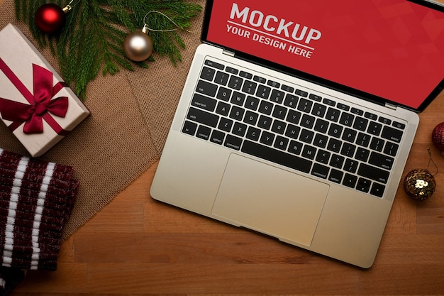 Close up view of workspace with laptop mockup in home office Premium Psd