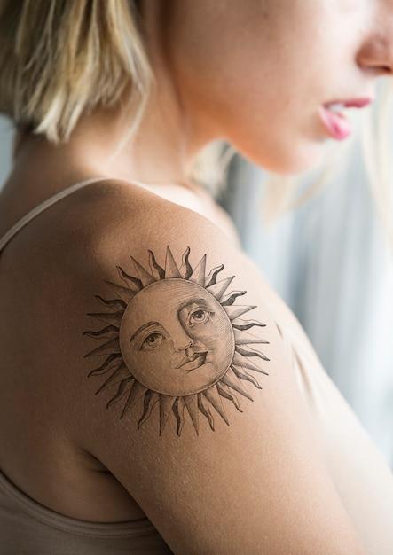 Closeup of arm tattoo of a woman Premium Psd