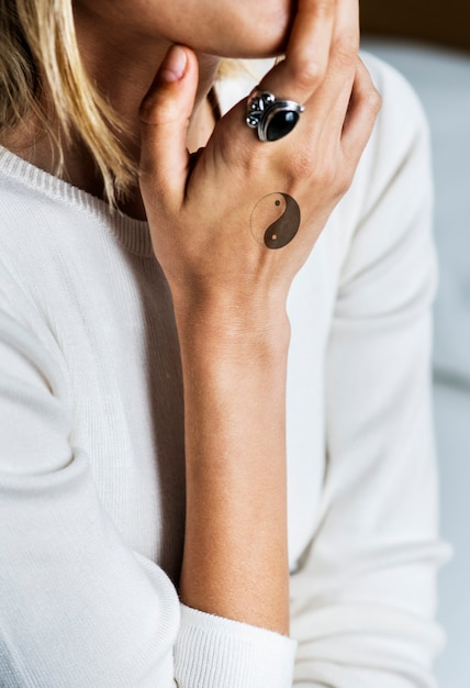 Closeup of hand tattoo of a woman Premium Psd