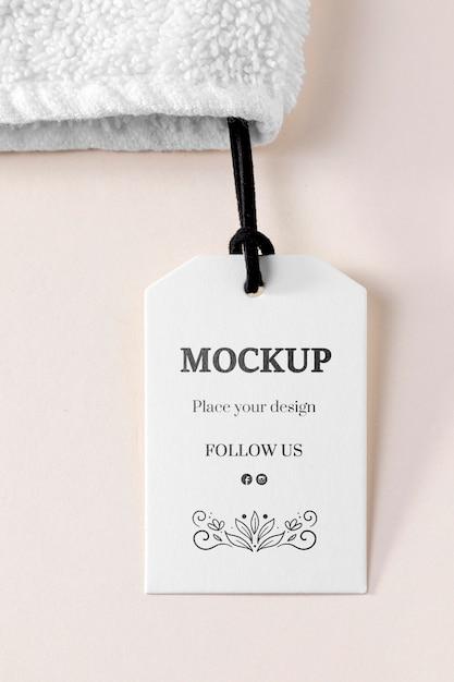 Бирка-макет одежды с ниткой на полотенце Бесплатные Psd