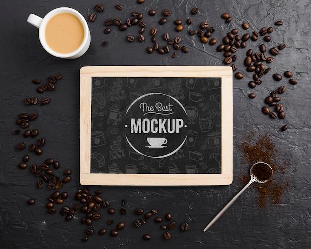Кофе в зернах и чашка кофе макет Бесплатные Psd