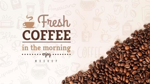 机の上のコーヒー豆 Premium Psd