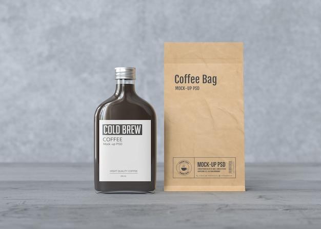 Бутылка холодного кофе с макетом бумажного кофейного мешка Premium Psd