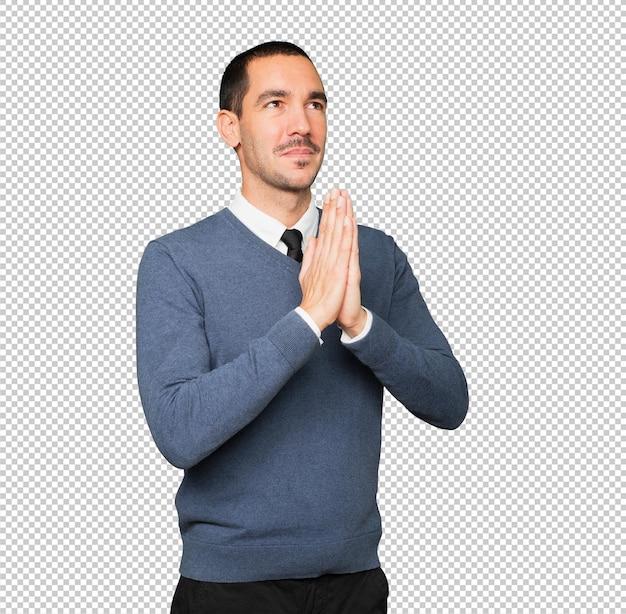 Обеспокоенный молодой человек молится жест Premium Psd
