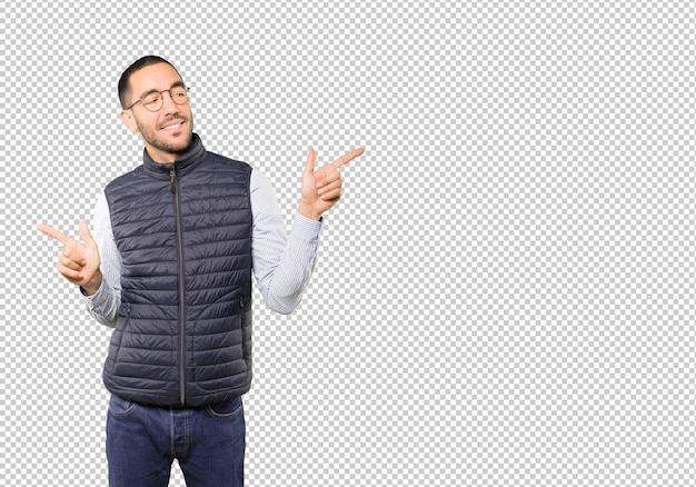 Confused young man poiting in both directions Premium Psd