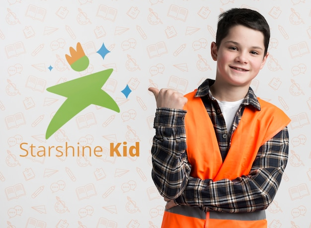 Construction boy pointing at mock-up Free Psd
