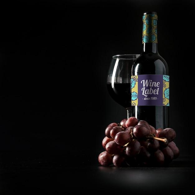 Винный макет с copyspace и виноградом Бесплатные Psd