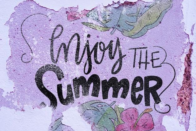 夏のレタリングのための壁にcopyspaceのモックアップ 無料 Psd