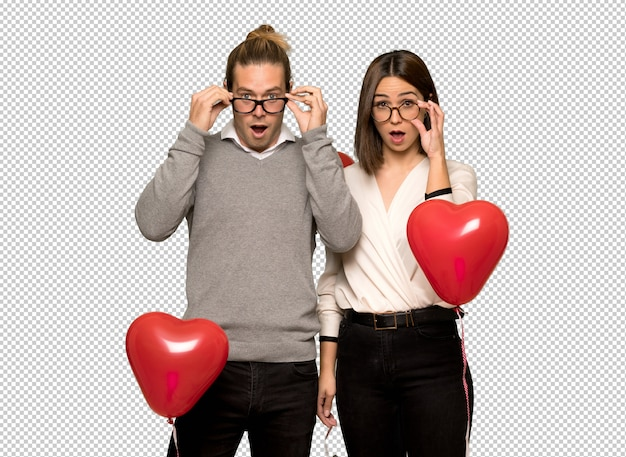 Couple in valentine day with glasses and surprised Premium Psd