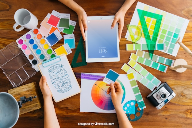 Creative graphic designer mockup with tablet Free Psd
