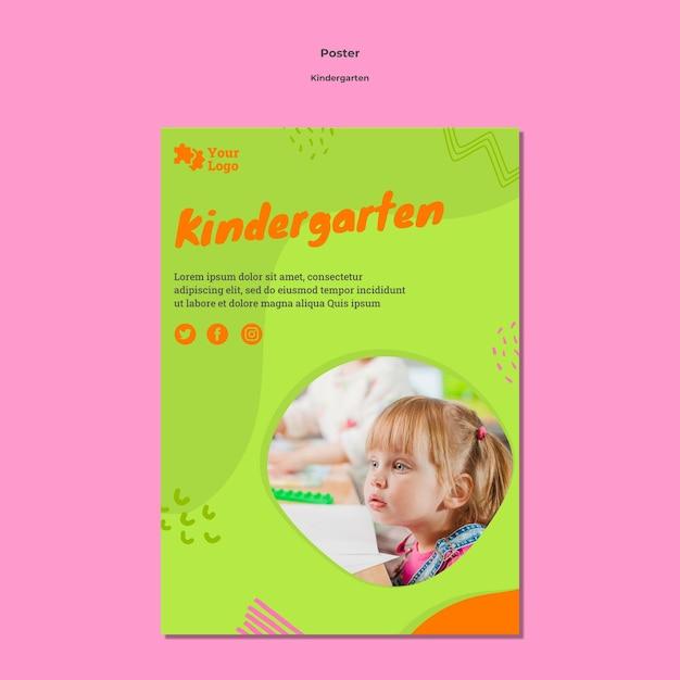 Креативный шаблон плаката детского сада Бесплатные Psd