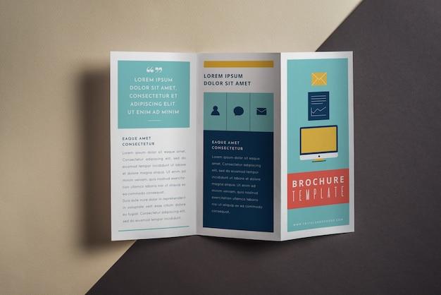 創造的な三つ組のパンフレットの模型 無料 Psd