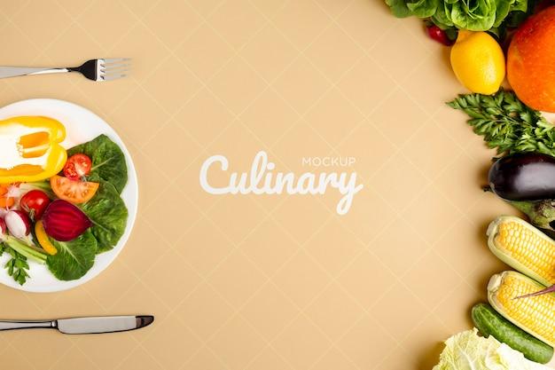 Кулинарный макет с овощами и расположением тарелки и столовых приборов Бесплатные Psd