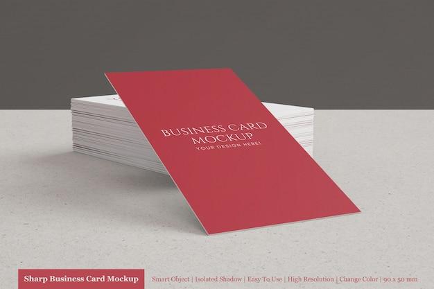 사용자 정의 가능한 현실적인 누적 90x50mm 현대 기업 명함 모형 프리미엄 PSD 파일