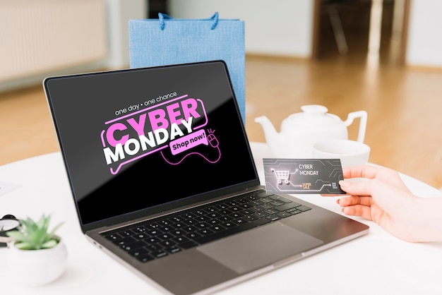 Cyber monday concept mock-up on desk Free Psd