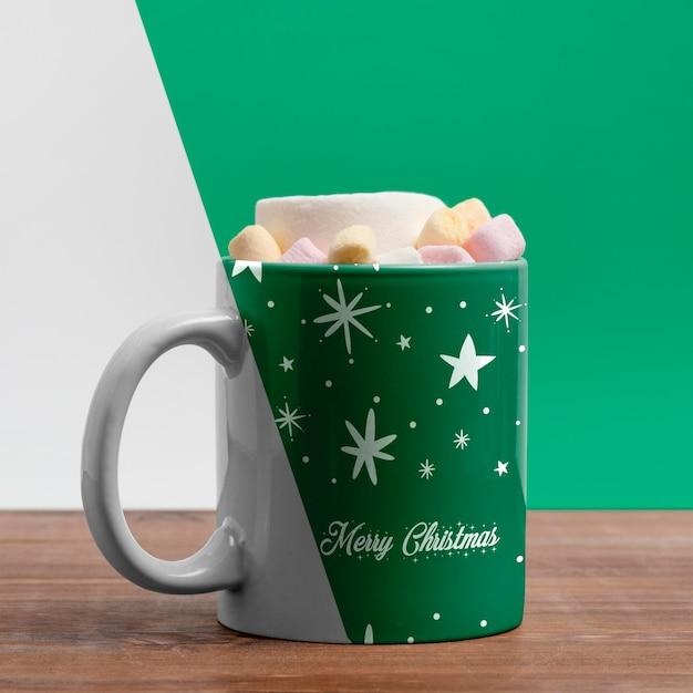 Decorated mug with delicious beverage Premium Psd