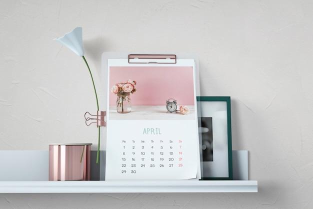 Decorative calendar mockup on shelf Free Psd