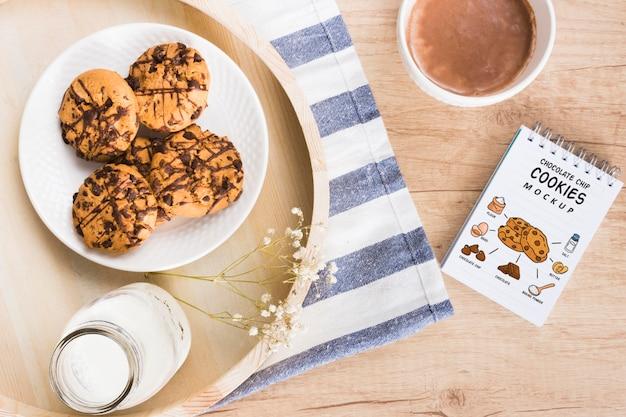 Mock-up di deliziosi biscotti al cioccolato Psd Gratuite